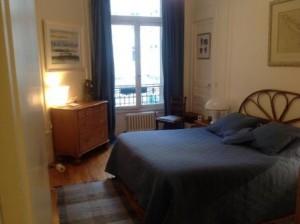 Deux chambres sur une vaste cour fleurie chambre-300x224